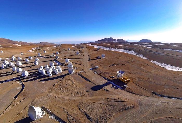 ALMA Atacama Large Millimeter Array  Radiotelescope