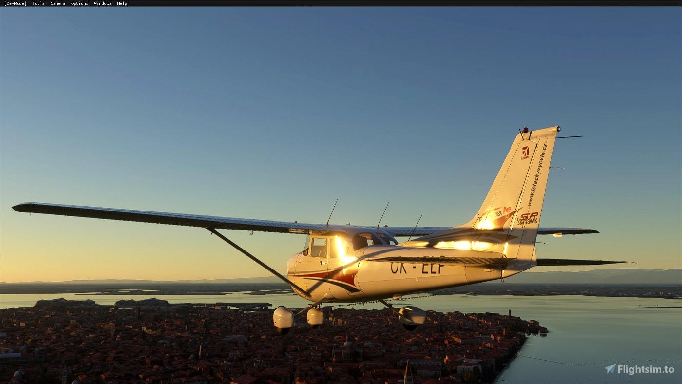 Cessna 172sp OK-ELP Elmontex Air (both versions)