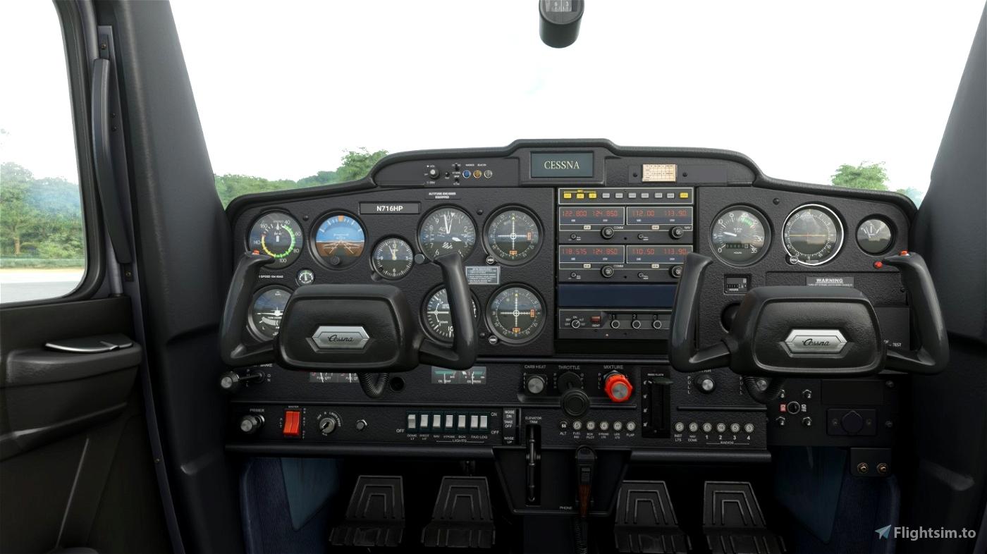 C152 - Black interior