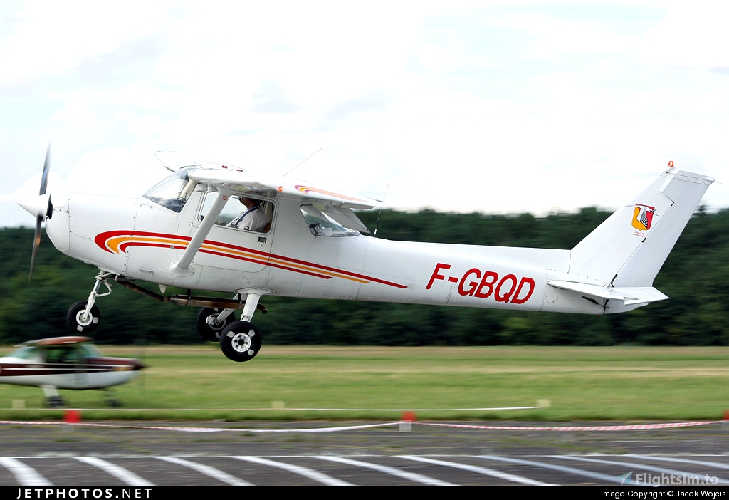 Cessna 152 Aero-Club HISPANO-SUIZA Flight Simulator 2020