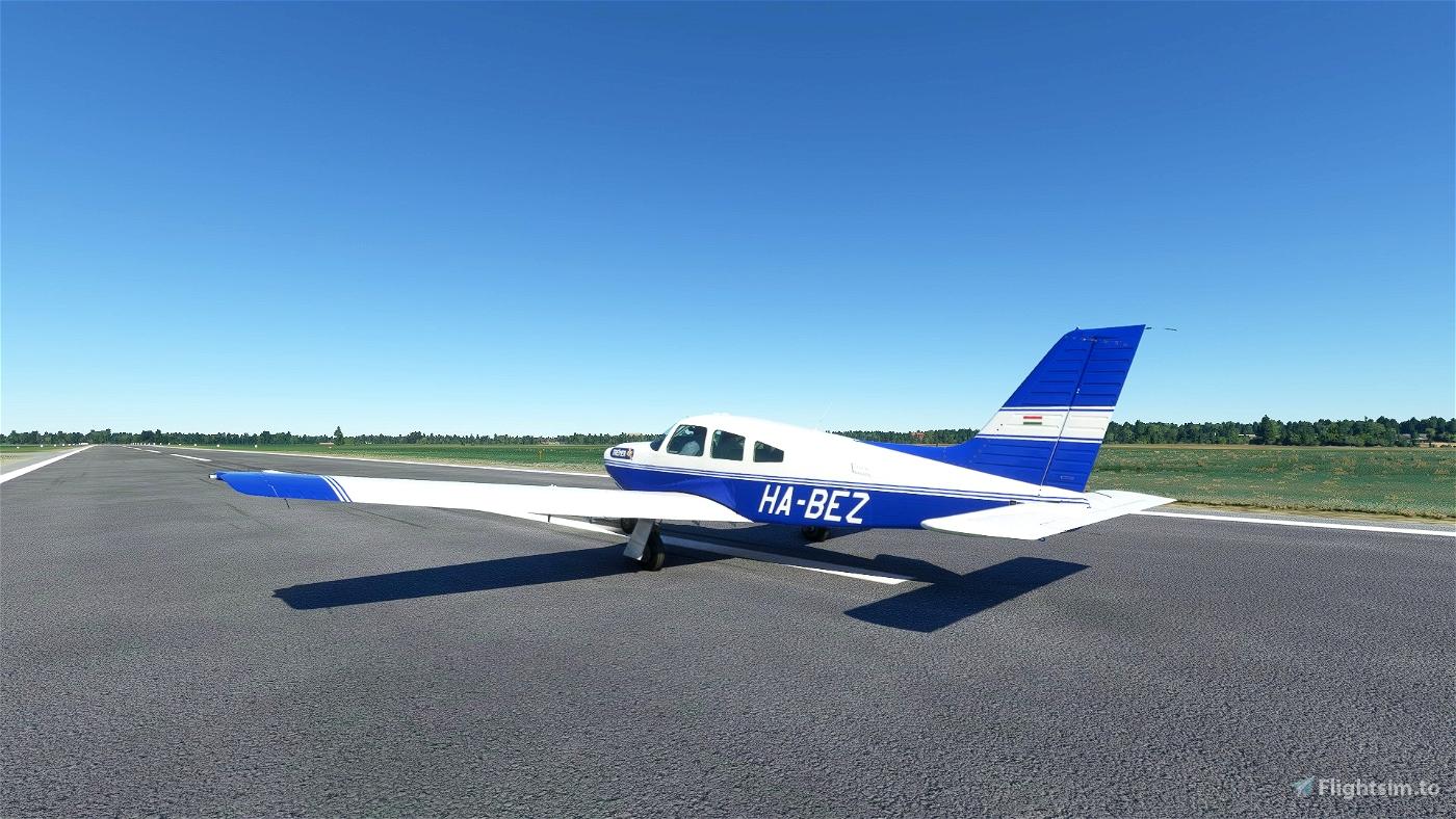 [Carenado] Piper PA28R - Trener Kft. Livery [4k]